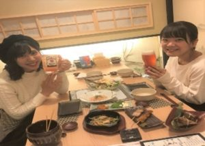 博多で博多名物が味わえる居酒屋「しろ屋」では女性のお客様も増えてます!