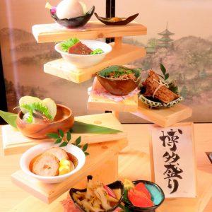 『しろ屋 博多筑紫口店』の博多料理を盛り合わせた人気メニュー